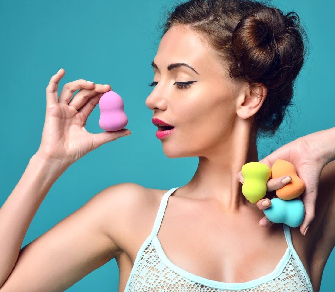 De esponjas y huevos: oda a los aplicadores de maquillaje en gomaespuma