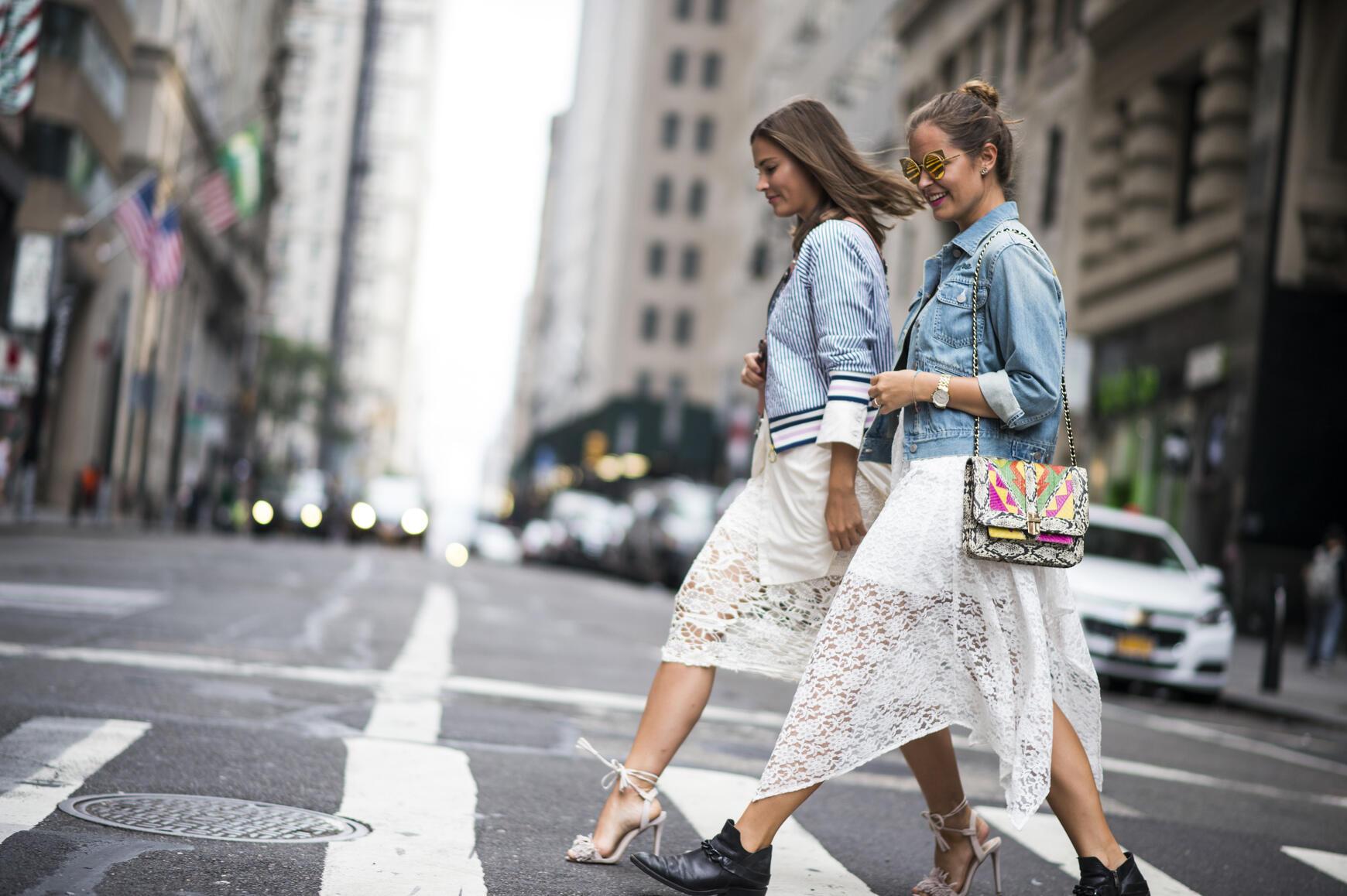 50 trucos de 'street style' para usar tus prendas de verano en looks de otoño