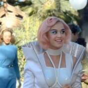Katy Perry vuelve a sorprender con su nuevo look