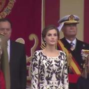 Los Reyes presiden un desfile muy deslucido por la lluvia