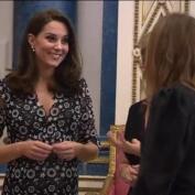 Kate Middleton acude a una exposición de moda en el Palacio de Buckingham
