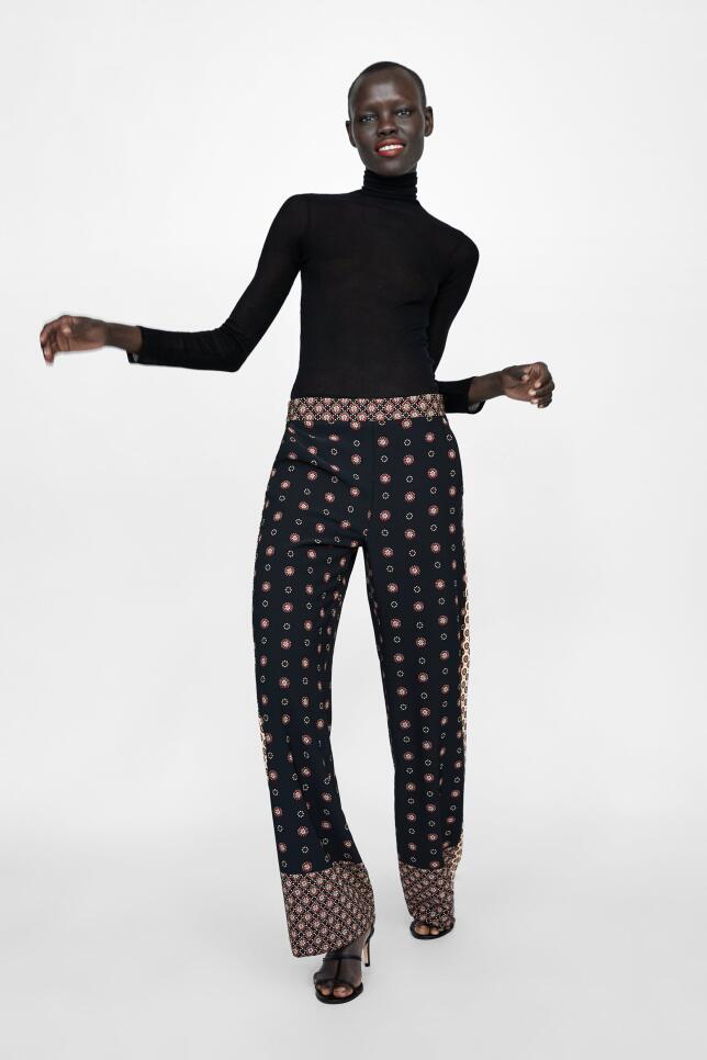 Pantalón estampado de Zara 29,95 EUR