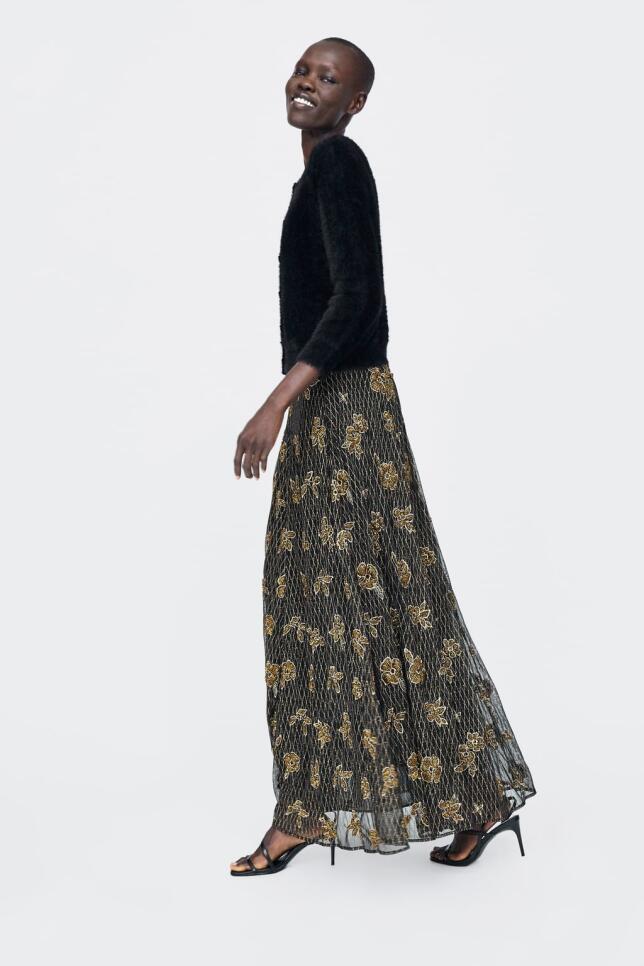 Falda con pedrería de Zara 99,95 EUR