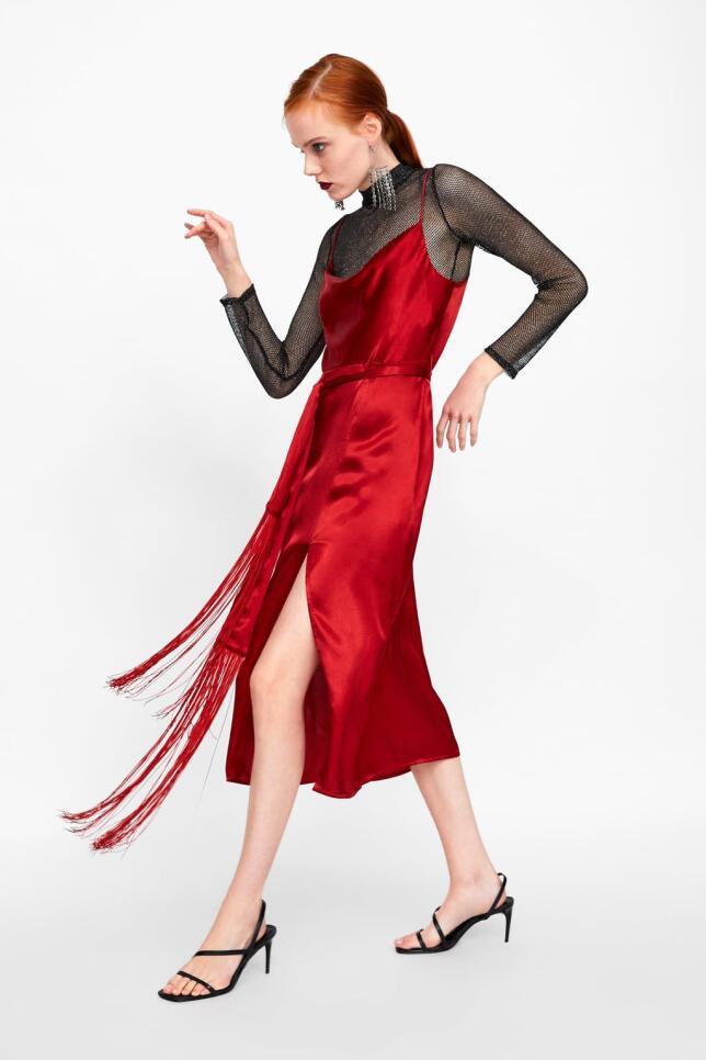 Vestido lencero en rojo de Zara 39,95 EUR