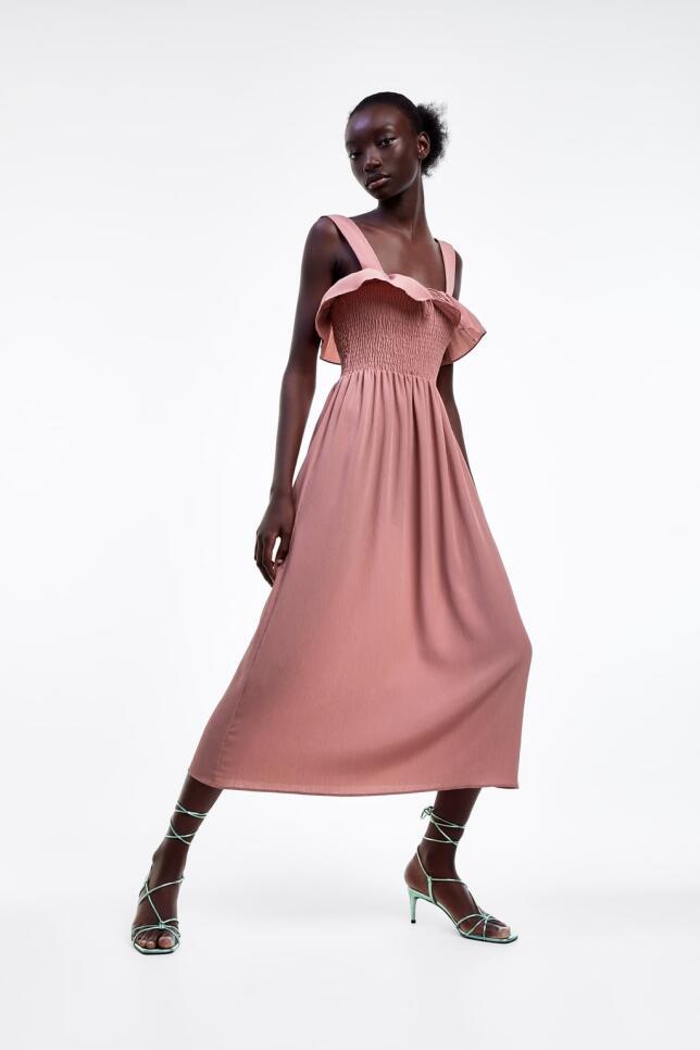 Vestido con volantes de Zara 39,95 EUR