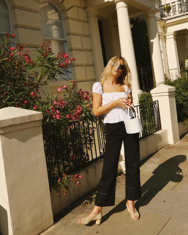 Top blanco abullonado + pantalón negro Lucy Williams | Fashion Me Now (@lucywilliams02)