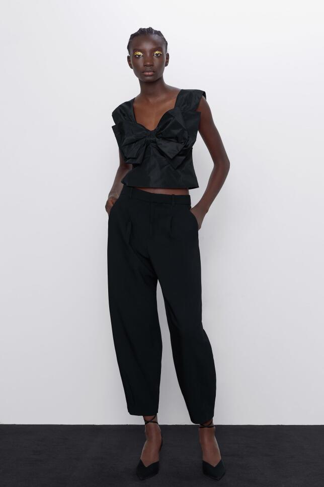 Top negro con lazo de Zara 22,95 EUR