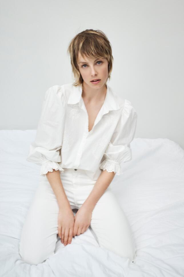 Blusa con mangas abullonadas de Zara 29,95 EUR