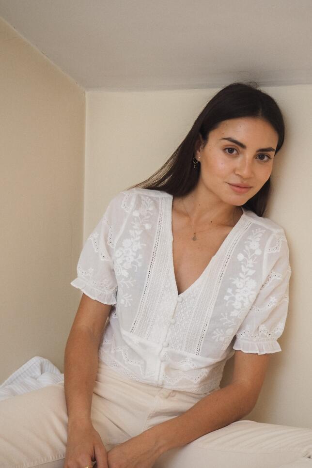 Blusa blanca con bordados de eseOese 55.90€