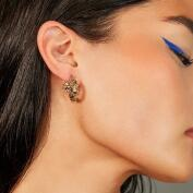 El eyeliner azul crea una mirada de impacto