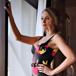 El look con vestido de flores de Eva González